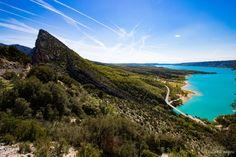 Forteresse minérale, coeur de la Provence secrète, le massif du Verdon et son lac de Sainte-Croix turquoise offrent des paysages naturels d'exception.