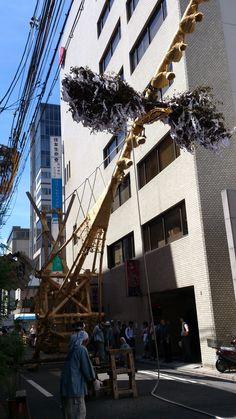 菊水鉾の鉾解体作業。少しづつ横に倒して、心木を抜き取る。 祇園祭 京都 kyoto gion festival Street View