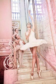 Ballerina / Bailarina / Балерина / Dancer / Dance / Ballet Too adorable! Shall We Dance, Lets Dance, Ballet School, Ballet Class, Dance Like No One Is Watching, Tiny Dancer, Ballet Photography, Photography Kids, Ballet Beautiful