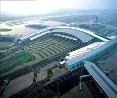 An aerial view of the new Guangzhou Baiyun International Airport, China Airport Design, Airport Lounge, Tower Building, Travel Design, Air Travel, Aerial View, Best Hotels, Airplane View, Airplanes