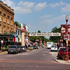 Every first visit to Fort Worth, Texas should include a stop at the Fort Worth Stockyards National Historic District. Check out other must-see places and spaces for first time visitors on the blog. Link in profile. #SeeFortWorth #TexasToDo #ontheblog