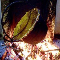 #Repost @walter_sestili  A Rustico Medioevo a Canale di Tenno la polenta viene fatta come si faceva nell'età di mezzo - fuoco vivo paiolo in rame farina di grano duro macinata a pietra e tanta forza per mescolare. #rusticomedioevo #gardaoutdoors