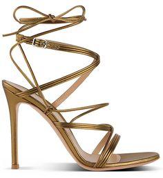 Sandales en cuir métallisé Gianvito Rossi http://www.vogue.fr/mode/shopping/diaporama/les-plus-belles-chaussures-sandales-escarpins-mode-pour-les-fetes-de-noel/24499#sandales-en-cuir-mtallis-gianvito-rossi