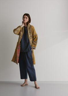 Kantha gowns, kimono style gowns, wide sleeve gowns and block printed gowns. Kimono Fashion, 80s Fashion, Modest Fashion, Boho Fashion, Fashion Outfits, Mature Fashion, Kimono Pattern Free, Jacket Pattern, Coat Patterns