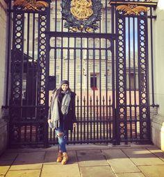 Buckingham palace  #tbt#instagramers#picoftheday#buckingham#london#me#sunny#day#instapic#instagram#instagood#instadaily#girl#srilankan#sinhala#sinhala#smile#happy#followforfollow#perfect#day by nipunika01