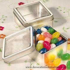 La boîte à dragées carrée en fer