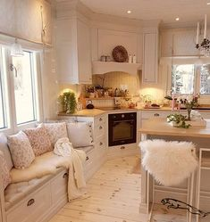 Pretty, pretty, pretty, this kitchen is serious . – Tiny house family idea – The Best Ideas Shabby Chic Kitchen, Home Decor Kitchen, Kitchen Interior, Modern Interior, Interior Styling, Home Kitchens, Interior Design, Boho Kitchen, Diy Kitchen