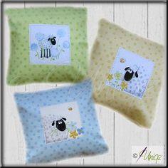 Nähpaket Schafe mit fertig gestickten BuchstabenUniqz - mit Liebe schenken kann so einfach sein | Uniqz - mit Liebe schenken kann so einfach sein