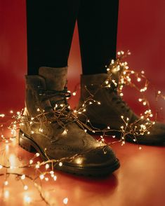 Don´t forget the shoes under the Christmas tree! #eurekashoes #shoes #handmadeshoes #madeinportugal #fashionisfun #lights #christmasiscoming #christmas #magic