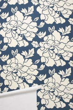 I used to be anti-wallpaper. But wallpaper like this on an accent wall would be gorgeous. Navy Wallpaper, Graphic Wallpaper, Bathroom Wallpaper, Print Wallpaper, Home Wallpaper, Wallpaper Ideas, Wallpaper Patterns, Beautiful Wallpaper, Flower Wallpaper
