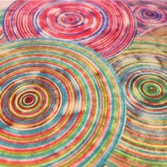 With a battery operated Spin Art machine and some colored Sharpie markers, you can create beautiful artwork on paper or fabric. This Sharpie Spin Art would look lovely on a tee shirt or canvas, and would also make a beautiful paper decoration. Sharpie Projects, Sharpie Crafts, Art Projects, Mason Jar Crafts, Mason Jar Diy, Arte Sharpie, Sharpie Alcohol, Sharpie Doodles, Alcohol Inks