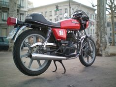 inspired from the 3 Moto morini, with a Moto Guzzi Le mans (reshaped) headset. Classic Bikes, Moto Guzzi, Dirt Track, Le Mans, Cars And Motorcycles, Headset, Bmw, Sport, Inspired