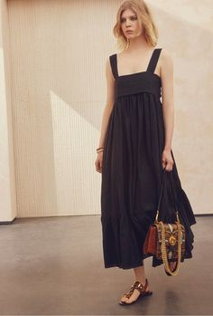 Chloé Resort 2017 Fashion Show Collection: See the complete Chloé Resort 2017 collection. Look 31 Chloe Fashion, Fashion Week, Fashion 2017, Womens Fashion, Fashion Trends, Dresses Short, Casual Dresses, Summer Dresses 2017, Quoi Porter