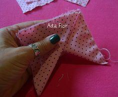 Rosa de Fuxico - PAP 4 | Flickr – Compartilhamento de fotos! -  Sobreponha o próximo triangulo e continue alinhavando um sobre o outro...