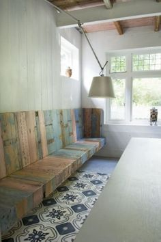 Wood / Pallet wall bench.