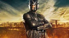 Muitas novidades na primeira prévia da quarta temporada de Arrow, que estreia nos EUA dia 7 de outubro: a volta de Constantine (Matt Ryan), Diggle (David Ramsey) de uniforme (Magneto??), Speedy (Wi...