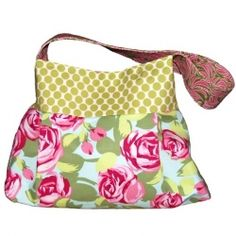 Free download tutorial for this bright and lovely double pleated purse.