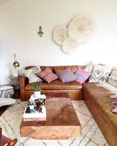 Five months ago, I went on a creative retreat to plan a workshop for @thecraftersbox. Excited to share the final product in just a couple weeks! Swoon worthy sofa from host @sarahyatesmora's gorgeous home.