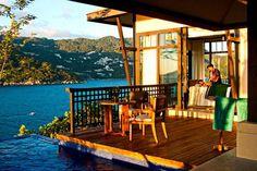 veranda havuza bakan