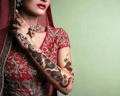 Yogi's Henna is specialist in all kind of Mehndi Designs, Henna and Body Tattoos. Hire mehndi artist and temporary tattoo artist in San Francisco. Pakistani Henna Designs, Designs Henna, Bridal Henna Designs, Mehndi Designs For Girls, Arabic Mehndi Designs, Simple Mehndi Designs, Mehndi Images, Indian Wedding Mehndi, Indian Henna