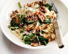 Pasta met basilicum, spinazie en geroosterde walnoten - Riverdale Clean Recipes, Easy Healthy Recipes, Raw Food Recipes, Italian Recipes, Vegetarian Recipes, Dinner Recipes, Cooking Recipes, Clean Meals, Italian Foods