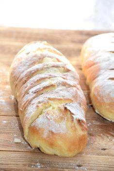 Za to pieczywo dałabym się pokroić! Jestem wielkim czosnkowym pożeraczem. A czosnek w połączeniu z chrupiącym, świeżym chlebem powoduje, ż... Bread Bun, Pan Bread, Bread Baking, My Favorite Food, Favorite Recipes, Easy Blueberry Muffins, Bread Recipes, Cooking Recipes, Vegan Coleslaw