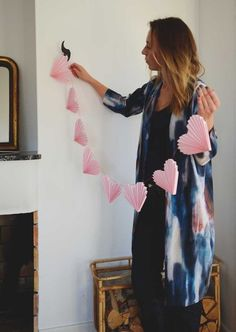 Want an Easy way to decorate for valentine's day? Whether you're spending it with a partner or having a fun galentine's, this adorable 30 minute DIY Valentine's Paper Garland is perfect for your inner romantic! Valentines Day Decorations, Valentine Day Crafts, Be My Valentine, Saint Valentin Diy, Valentines Bricolage, Valentines Day Chocolates, Heart Garland, Heart Banner, Paper Hearts