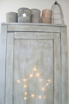 star lighting for christmas hanging from a rustic worn out painted cupboard Sky Full Of Stars, Love Stars, Jingle All The Way, Twinkle Twinkle Little Star, Gray Chalk Paint, Interior Design Inspiration, Fairy Lights, Painted Furniture, Fun Crafts