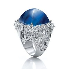 Harry Winston http://www.vogue.fr/joaillerie/shopping/diaporama/cabochons-gourmands/10242/image/637179#harry-winston