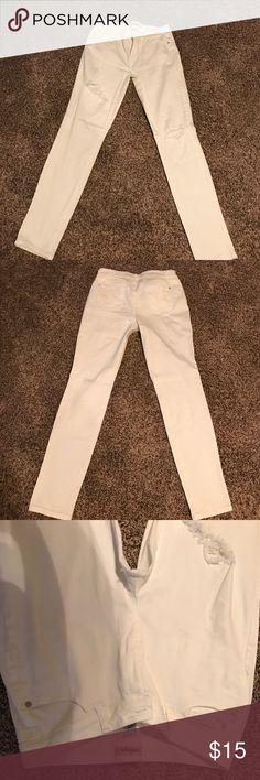 Refuge distressed skinny jeans! Size 10 no flaws! Refuge Jeans Skinny
