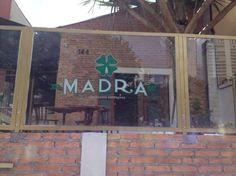 Quem gosta das variedades de um cardápio recheado, tem que conhecer o restaurante bar Madra. Uma cerveja artesanal de alta fermentação, produzida c...