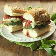 Vegan zucchini lasagna sandwiches made with panko crusted zucchini piled with creamy tofu ricotta and marinara sauce. (Using vegan milk) Delicious Vegan Recipes, Raw Food Recipes, Veggie Recipes, Cooking Recipes, Healthy Recipes, Vegan Vegetarian, Vegetarian Recipes, Vegetarian Sandwiches, Vegan Milk