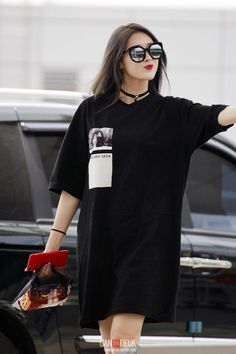 Super casual, laying around the house. Subtract the sunglasses because she's not pretentious enough to wear those indoors. Hyuna Fashion, Ulzzang Fashion, Harajuku Fashion, Kpop Fashion, Teen Fashion, Love Fashion, Fashion Outfits, Airport Fashion, Korean Street Fashion