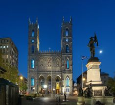 Basilique Notre Dame in Montreal, Quebec - http://theitinerantlinguist.blogspot.com/2015/11/basilica-of-golden-stars.html