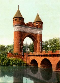 The Soldiers and Sailors Memorial Arch is a notable memorial to the American Civil War located in Hartford, Connecticut. It was the first permanent triumphal arch in America, and honors the 4,000 Hartford citizens who served in the war, and the 400 who died for the Union.