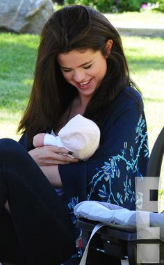 Doting Sibling from Selena Gomez and Baby Sister Gracie Elliot: First Look! Doting Sibling from Selena Gomez and Baby Sister Gracie Elliot: First Look! Selena Gomez Fotos, Selena Selena, Selena Gomez Style, Alex Russo, Brent Rivera, Sofia Carson, Marie Gomez, Baby Sister, Hair Humor