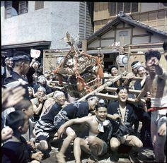 日本が連合国に占領されていた時期、GHQのカメラマンが日本全国を当時めずらしいカラー写真でとったものを厳選、小生が解説をつけた写真集。残念ながら版元が倒産したため、より良い増補版刊行を目指しています。 - クラウドファンディング Readyfor