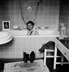 Photographer Lee Miller in Hitler's bathtub; Munich, This picture is of Lee Miller taking a bath in Hitler's tub, washing away the dirt from Dachau. Lee Miller, Man Ray, Dora Maar, Tina Modotti, William Boyd, Roland Penrose, Sandro, Vogue Photographers, Muse