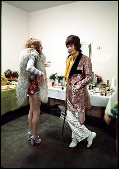 Credit: JB/Jim Marshall Photography LLC Rose Taylor, wife of guitarist Mick Taylor, in conversation with Mick Jagger at the Forum in Los Angeles. Mick Jagger, Rose Taylor, Taylor S, Glam Rock, Hard Rock, Rock And Roll, 70s Fashion, Vintage Fashion, Rolling Stones Tour