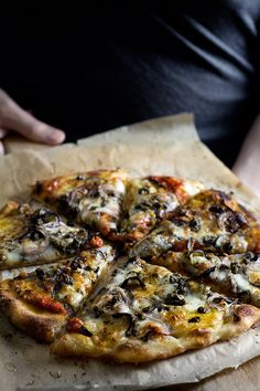 Eggplant parmesan-pizza with crispy-fried capers