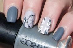 London nails black and white