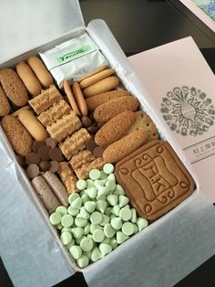 Cookie Box, Plated Desserts, Food Design, Packaging Design, Almond, Cooking Recipes, Favorite Recipes, Treat Box, Sweets
