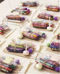 Wedding favors are small gifts given as a gesture of appreciation or gratitude to guests from the bride and groom during a wedding ceremony or a wedding reception.The tradition of distributing wedding favors is a very old one. Wedding With Kids, Perfect Wedding, Dream Wedding, Wedding Day, Trendy Wedding, Wedding Rings, Wedding Stuff, Post Wedding, Rustic Wedding