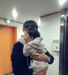 》Pinterest: Hayul《 Father And Baby, Baby Boy Newborn, Baby Daddy, Baby Kids, Cute Family, Baby Family, Family Goals, Korean Babies, Asian Babies