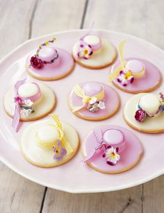 Elegance personified – Easter bonnet biscuits by Richard Bertinet. Elegance personified – Easter bonnet biscuits by Richard Bertinet. Cookie Bouquet, Easter Cookies, Easter Treats, Tea Recipes, Easter Recipes, Picnic Recipes, Magnum Paleta, Iced Biscuits, Baking Biscuits