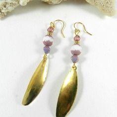Boucles d'oreilles or mauve , pendants d'oreilles perles mauve , idée cadeau femme