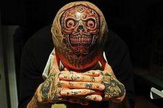 Really weird skull tattoo on. on skull. Crazy ink for crazy hardcore warrior, love it. Weird Tattoos, Great Tattoos, Skull Tattoos, Tattoos For Guys, Amazing Tattoos, La Tattoo, Tattoo Off, Tattoo Blog, 3d Tattoo Artist