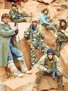 1984 - Red Dawn - Patrick Swayze, Jennifer Gray, C. Thomas Howell, and Charlie Sheen. 80s Movies, Film Movie, Good Movies, Movies Showing, Movies And Tv Shows, Dawn Movie, Army Humor, Jennifer Grey, Military Drawings