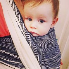 Something about this wrap just says summer.    Thanks @jstivrins for the photo of Kaz, 7 months, rocking out in Lisca Blue. ⚓️ Link in profile ⚓️ #liscablue #didylove #didymos #didymos_baby #liscalovers #blueandwhitewraps #summerwraps #babywearing #littlezenone #didylisca