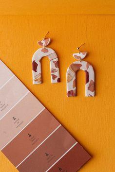 Diy Earrings Polymer Clay, Polymer Clay Flowers, Handmade Polymer Clay, Boho Earrings, Earrings Handmade, Biscuit, Kawaii Jewelry, Metal Clay Jewelry, Precious Metal Clay